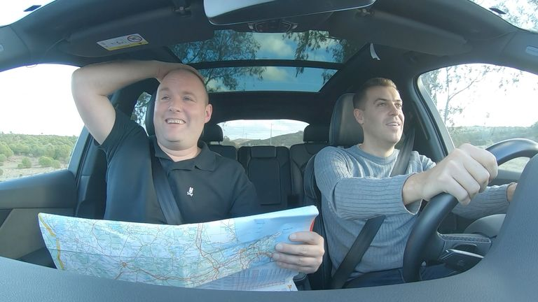 Tubes and Smithy had to use their navigation skills on a road trip from Faro to Braga, planned by Hankook