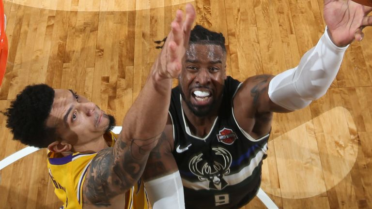 Wesley Matthews attacks the rim against the Los Angeles Lakers