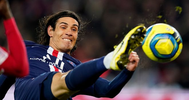 Chelsea and Man Utd couldnt lure Edinson Cavani, says PSG strikers mother