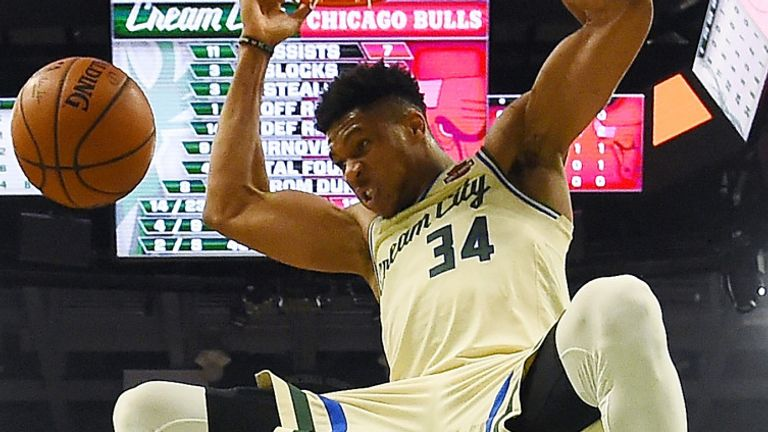 Giannis Antetokounmpo throws down a dunk during the Bucks' win over the Bulls