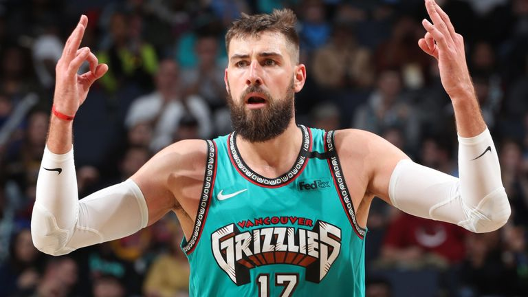 Jonas Valanciunas salutes the crowd during the Grizzlies' home win against the Warriors