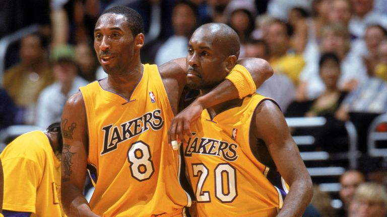 Kobe Bryant hugs Gary Payton during a Lakers game in 2004
