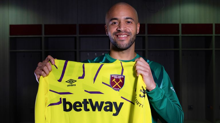 West Ham re-sign Darren Randolph