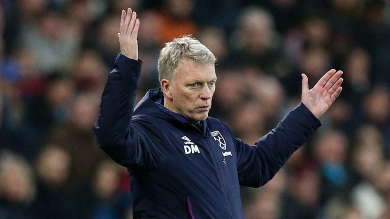LONDON, ENGLAND - JANUARY 18: West Ham United manager David Moyes reacts during the Premier League match between West Ham United and Everton FC at London Stadium on January 18, 2020 in London, United Kingdom. (Photo by Craig Mercer/MB Media/Getty Images)