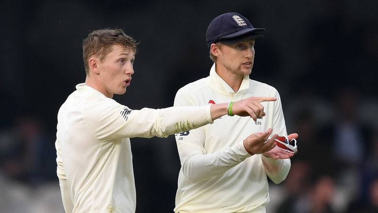 Dom Bess and England captain Joe Root discuss tactics in the field