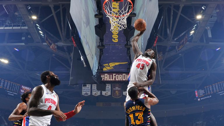Sekou Doumbouya of the Detroit Pistons dunks the ball against the Cleveland Cavaliers