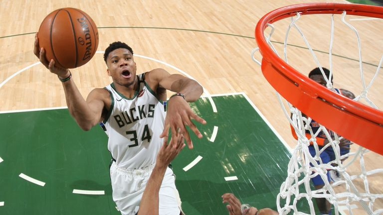 Giannis rises high against the Knicks