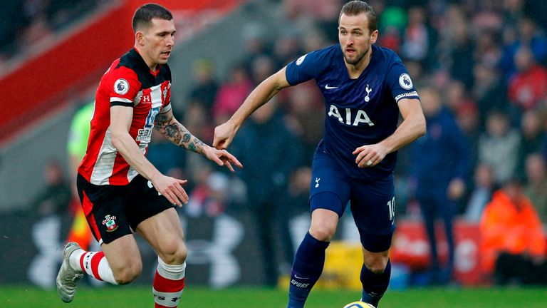 Harry Kane in possession for Spurs at St Mary's