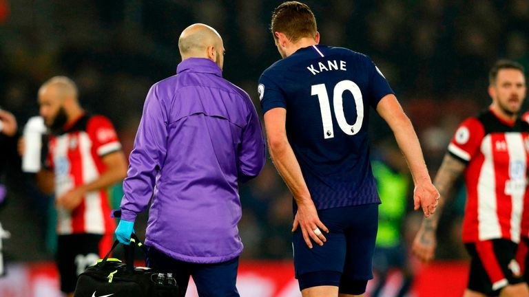 Harry Kane leaves the pitch after picking up an injury