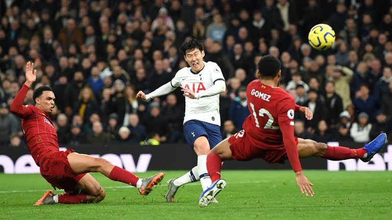 Heung-min Son misses a good chance with Spurs 1-0 down