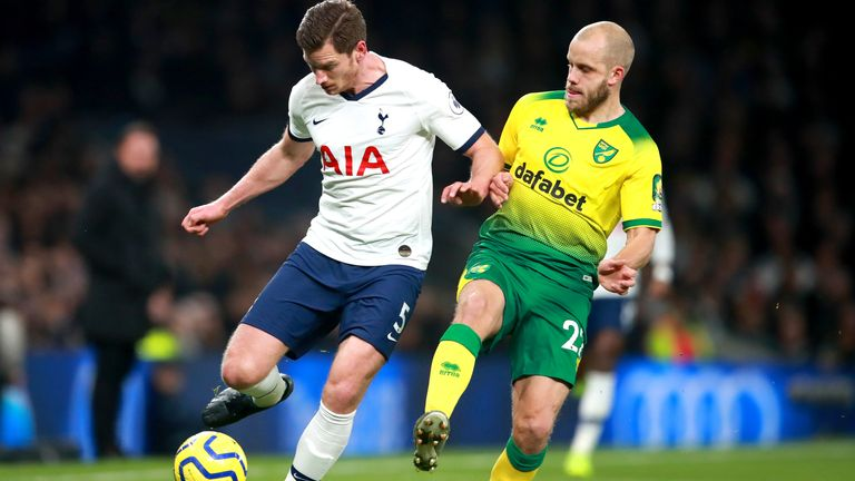 Jan Vertonghen and Teemu Pukki battle for the ball