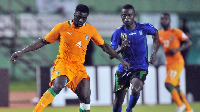 Mbwana Samatta (right) battling with the Ivory Coasts' Kolo Toure whilst playing for Tanzania