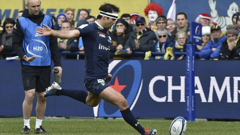 Morgan Parra slots a penalty for Clermont