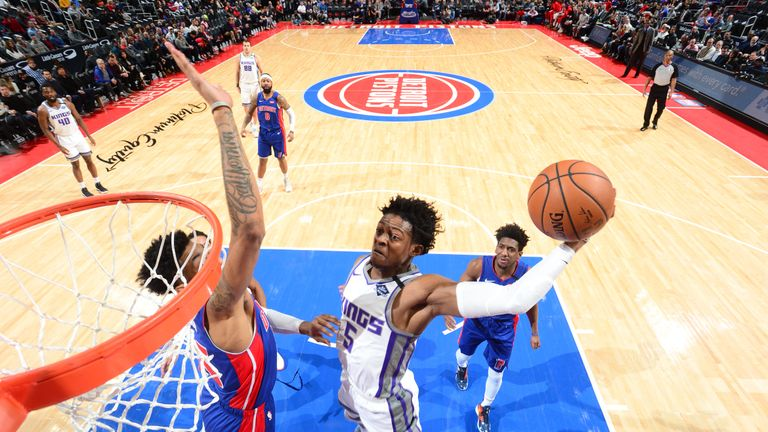 De'Aaron Fox #5 of the Sacramento Kings goes up for a dunk during the game against the Detroit Pistons on January 22, 2020 at Little Caesars Arena in Detroit, Michigan.