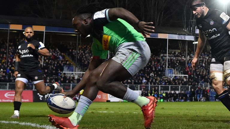 Gabriel Ibitoye crosses for Quins' second try in six first-half minutes