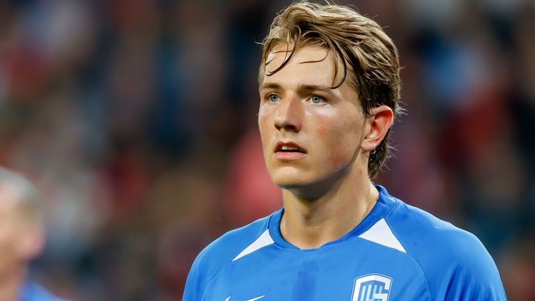 SALZBURG, AUSTRIA - SEPTEMBER 17: Sander Berge of KRC Genk looks on during the UEFA Champions League group E match between RB Salzburg and KRC Genk at Red Bull Arena on September 17, 2019 in Salzburg, Austria. (Photo by TF-Images/Getty Images)
