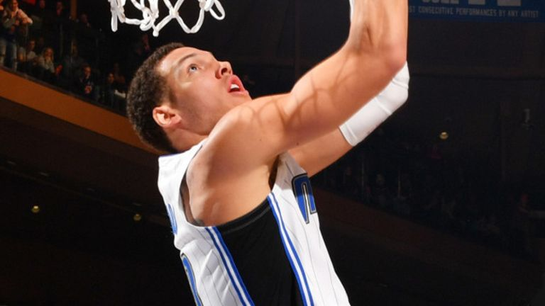 Aaron Gordon throws down a reverse two-handed dunk
