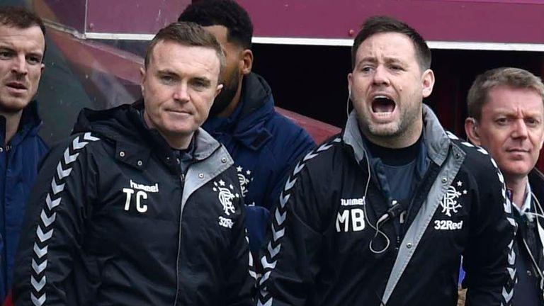 Tom Culshaw (izquierda) y Michael Beale (derecha) estarán ausentes del refugio de Steven Gerrard