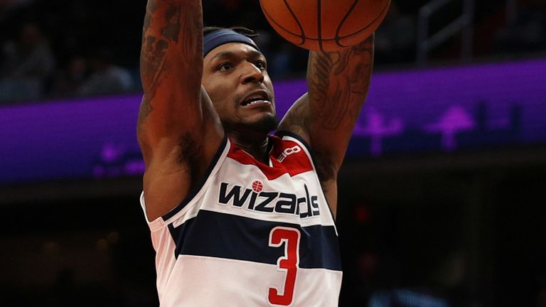 Bradley Beal scores with a dunk against the Chicago Bulls