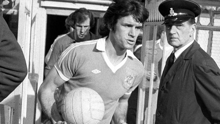 Dave Watson leads Manchester City onto the field