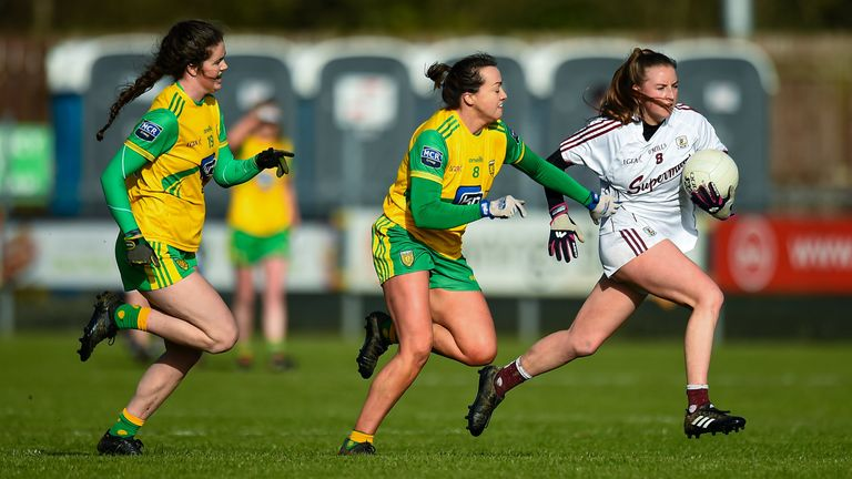Ailbhe Davoren of Galway evades Niamh Boyle and Nicole McLaughlin of Donegal