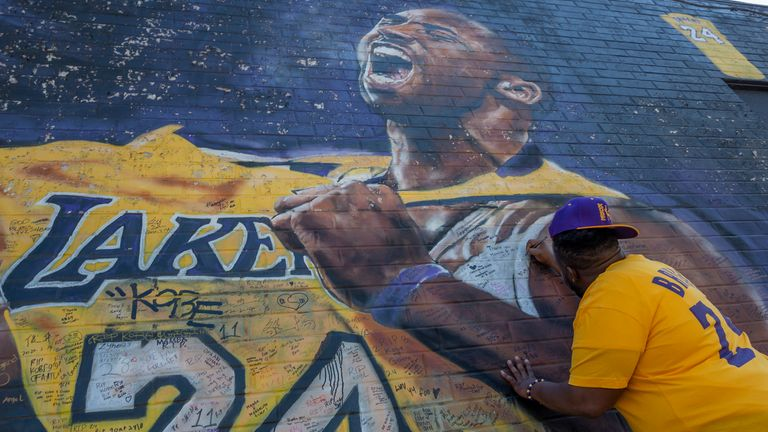 Fan writes a message on Kobe Bryant mural