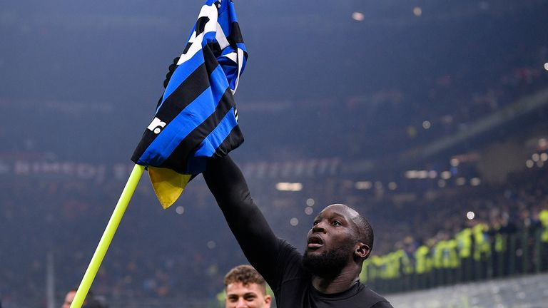 MILAN, ITALY - FEBRUARY 9: Romelu Lukaku of FC Internazionale Milano, celebrates his goal the 4-2 during the Italian Serie A match between Internazionale v AC Milan at the San Siro on February 9, 2020 in Milan Italy (Photo by Mattia Ozbot/Soccrates/Getty Images)