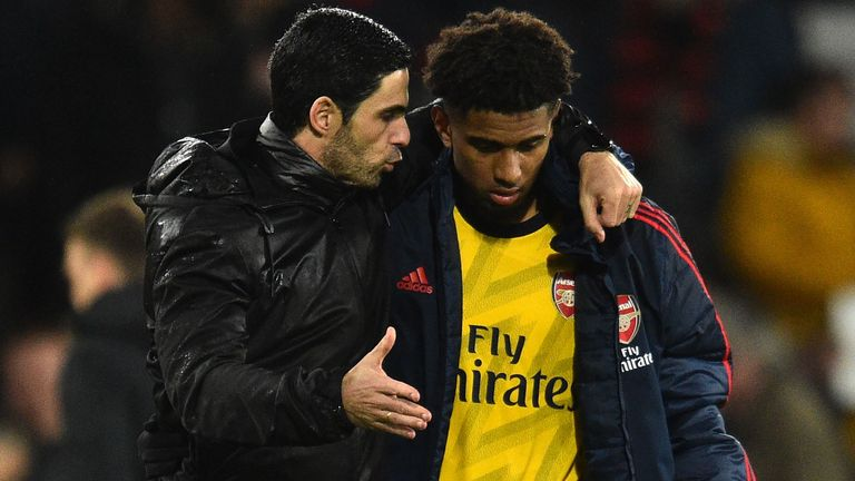 Arteta gives advice to academy product Reiss Nelson