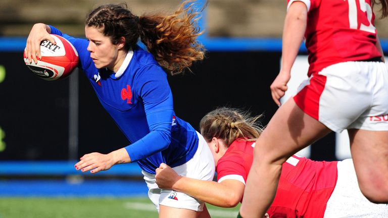 Cyrielle Banet scores France's third try against Wales