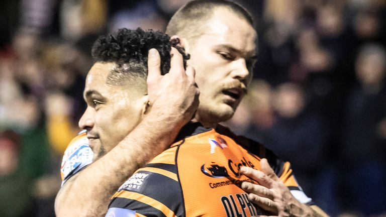Derrell Olpherts (right) and Cheyse Blair scored Castleford's tries