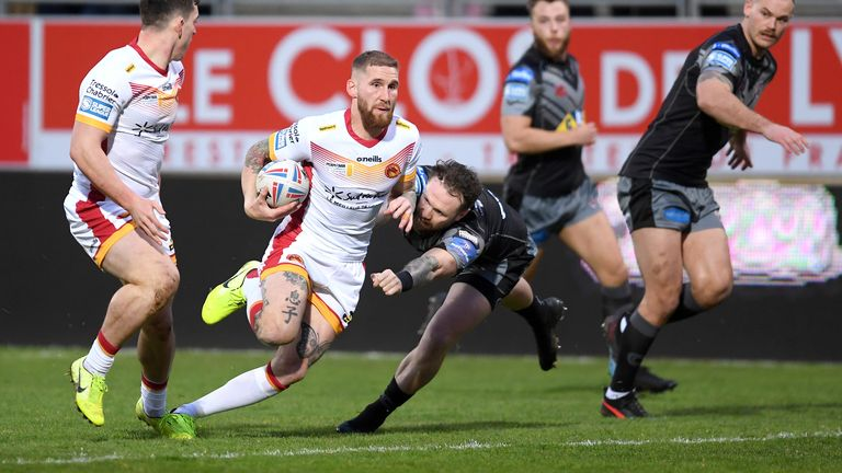 Sam Tomkins led the way with a hat-trick of tries against Castleford