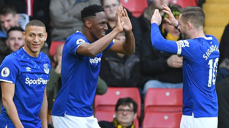 Yerry Mina celebrates with Gylfi Sigurdsson and Richarlison after equalises