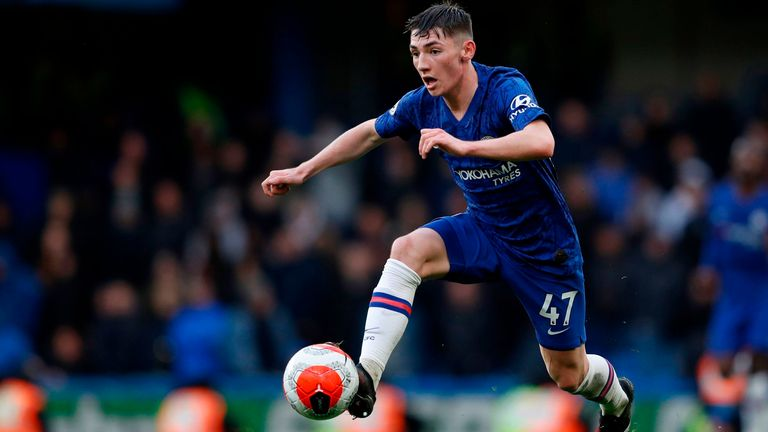Billy Gilmour on the ball for Chelsea against Everton
