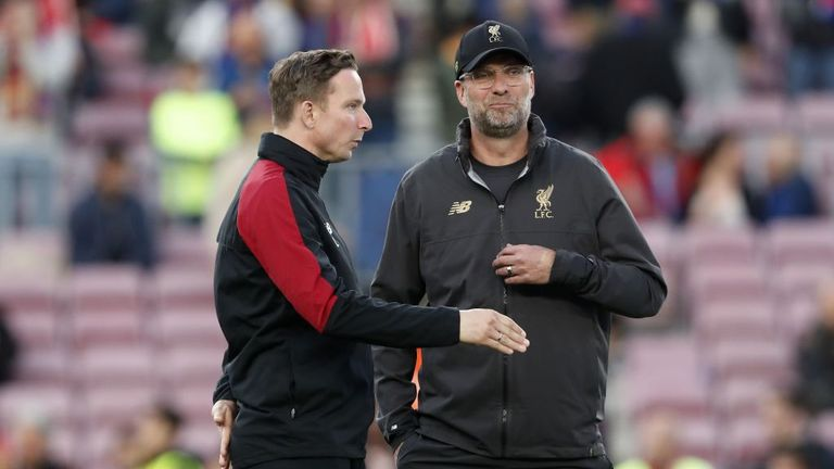 "Lijnders on Klopp: ""He is very intelligent. His brain works differently to many others, that's for sure."""