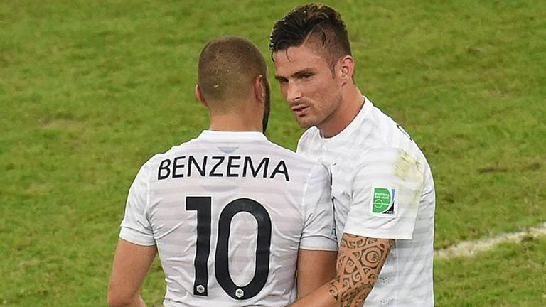 France's forward Karim Benzema (L) and France's forward Olivier Giroud react after drawing 0-0 at the end of the Group E football match between Ecuador and France at the Maracana Stadium in Rio de Janeiro during the 2014 FIFA World Cup on June 25, 2014.  AFP PHOTO / WILLIAM WEST