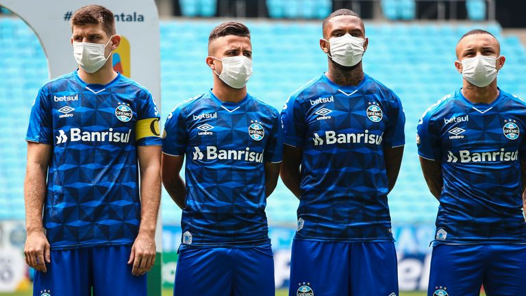 Gremio players wear face masks in protest at their match taking place despite the Coronavirus outbreak