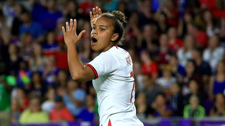 Nikita Parris had a number of chances for England Women