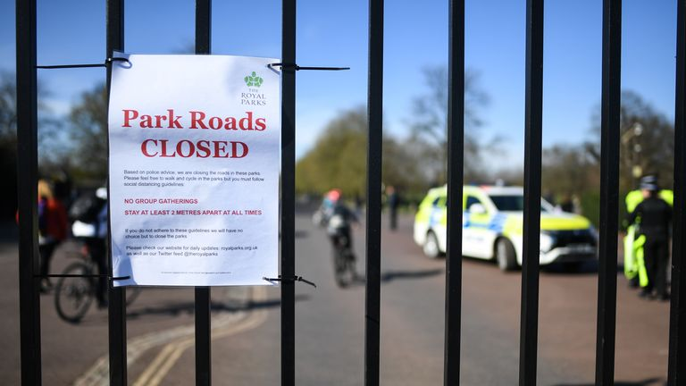 Greenwich Park notified visitors of closed roads on Sunday, as well as instructions to stay two metres apart and not to form group gatherings