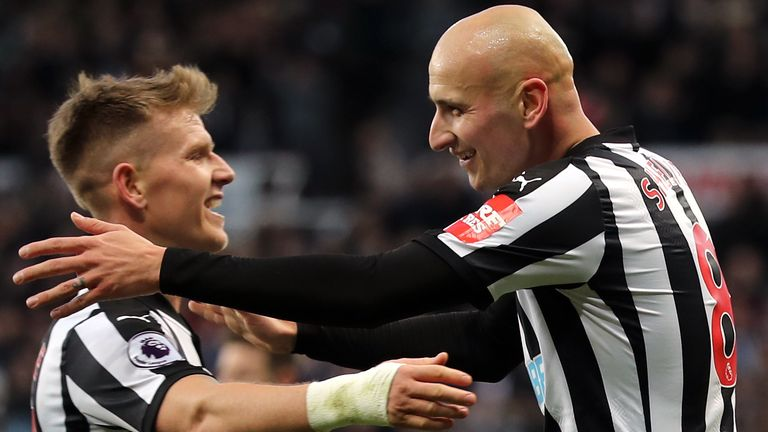 Newcastle United's Jonjo Shelvey celebrates scoring his side's third goal of the game with Matt Ritchie (left) during the FA Cup, third round match at St James' Park, Newcastle