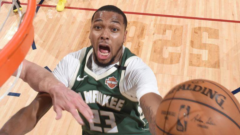 Sterling Brown attacks the basket against the Denver Nuggets