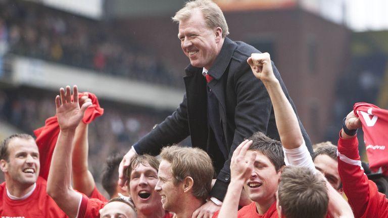 Steve McClaren celebrates winning the Dutch title with FC Twente in 2010