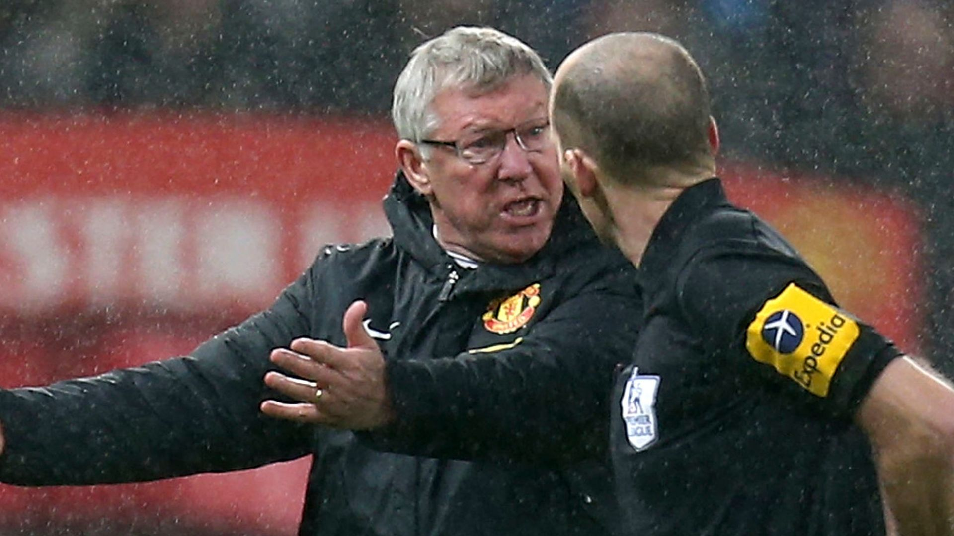 Fergie's mind games: 'Don't let Vieira ref the match'