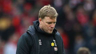 Howe takes voluntary pay cut at Bournemouth