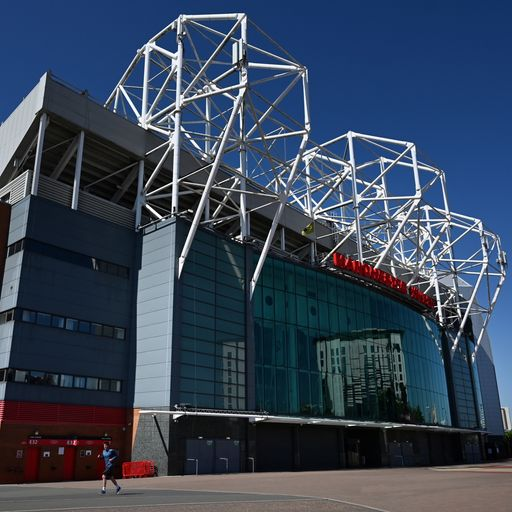Man Utd to trial barrier seating
