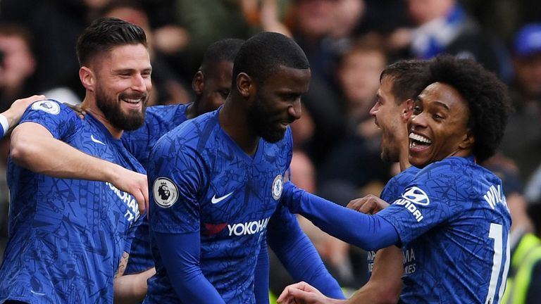 Giroud and Willian celebrate with Chelsea team-mates