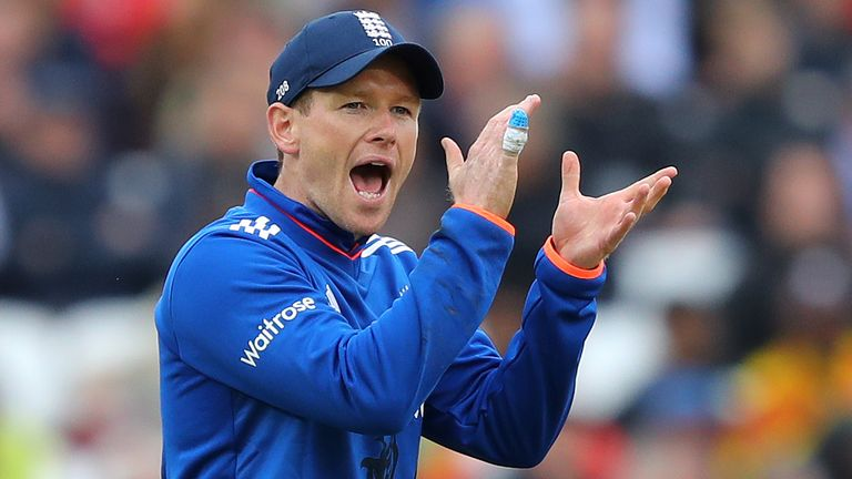 Eoin shouts instructions during the fourth ODI between England and Sri Lanka in 2016