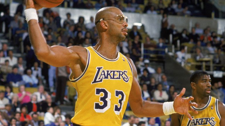 Kareem Abdul-Jabbar throws a game during a Lakers game