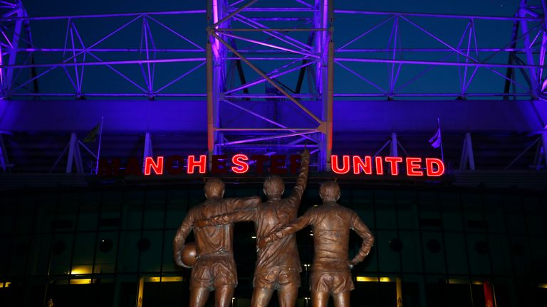 Manchester United gave a special tribute to NHS staff and healthcare workers at Old Trafford