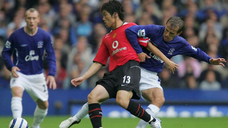 LIVERPOOL, ENGLAND - AUGUST 13: Ji-Sung Park of Manchester United clashes with Phil Neville of Everton during the Barclays Premiership match between Everton and Manchester United at Goodison Park on August 13 2005 in Liverpool, England. (Photo by Matthew Peters/Manchester United via Getty Images) *** Local Caption *** Ji-Sung Park;Phil Neville