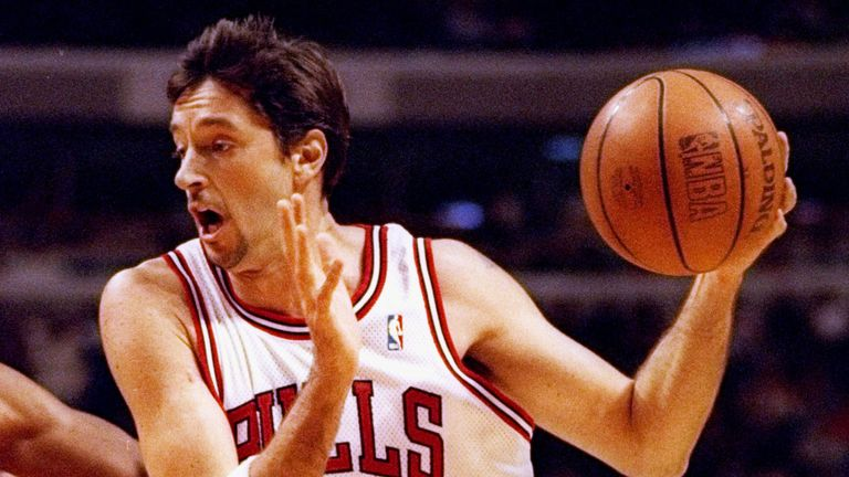 Toni Kukoc attacks off the dribble for the Bulls